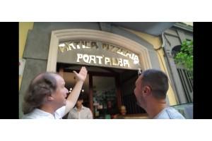 "Дженаро Лучано посреща Лео в неговата пицария ""Antica pizzeria Port'alba 1738"""